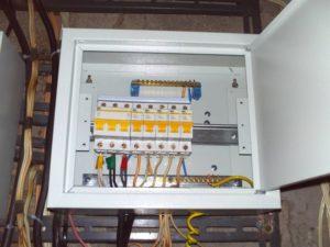 Установка внутреннего электрощита (8 групп)