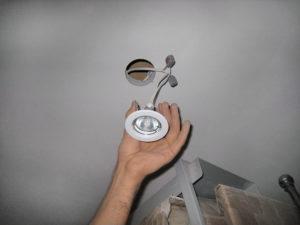 Установка светильников точечных